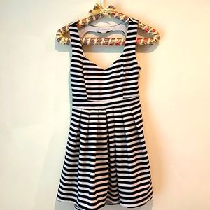 Poof Coulture Dress Size Small